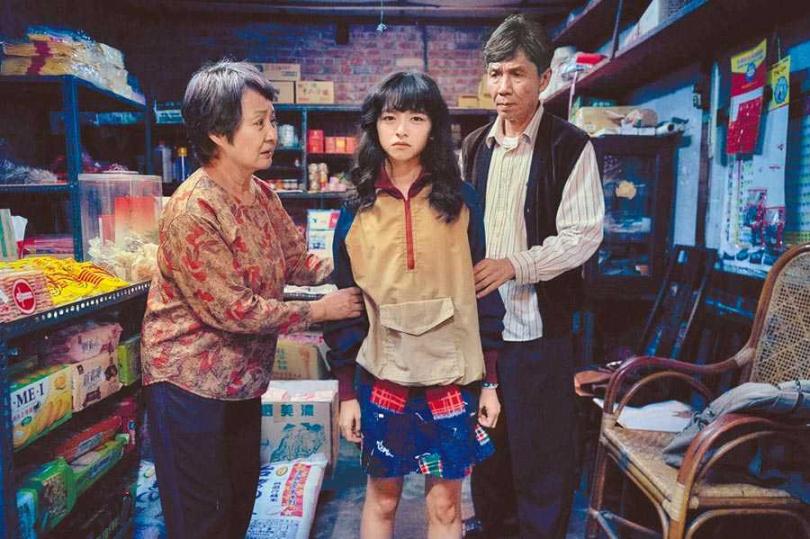 陳姸霏(中)在《無聲》中飾演聾人,左為鮑正芳、右為太保。(圖/CATCHPLAY提供)