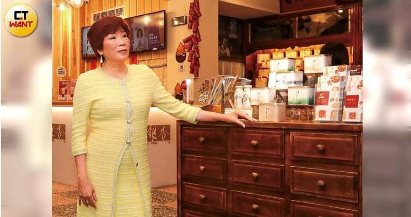 林銀杏對自家杏仁的品質非常自豪,從祖父那一代傳承至今,已有近80年歷史。(圖/馬景平攝)