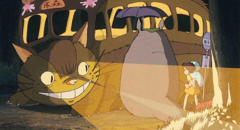 《龍貓》片中的貓巴士,讓日本大導演黑澤明讚嘆「奇思妙想」。(圖/甲上娛樂提供)
