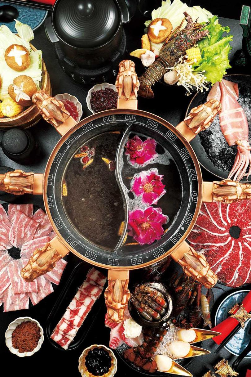 「浪漫有機玫瑰鍋」不但漂亮好拍,風味更是清香順口。(單點湯底288元)(圖/于魯光攝)