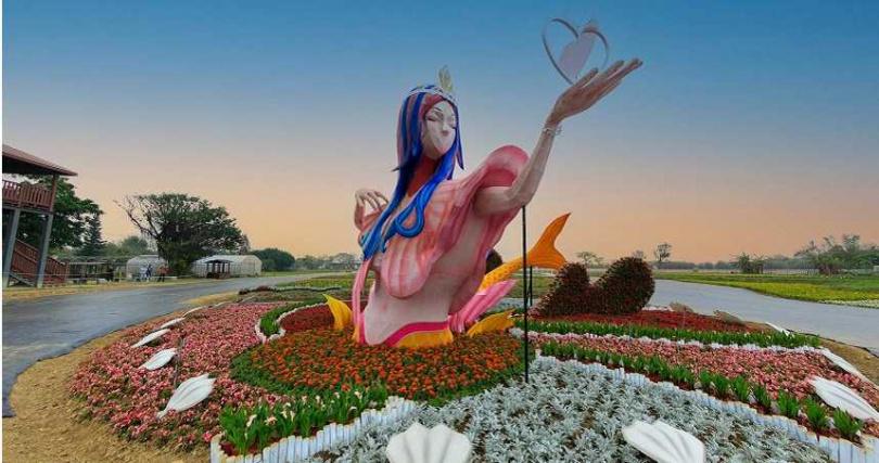 手持愛心的5米高美人魚裝置,預計成為打卡亮點。(圖/取自桃園彩色海芋季官方臉書)