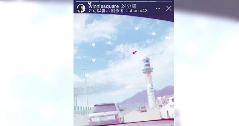 四月二十二日鄭婕彤在IG表示要出去玩,從照片中車子的內裝看來,載她的應該是超跑麥拉倫。(圖/翻攝自鄭婕彤IG)