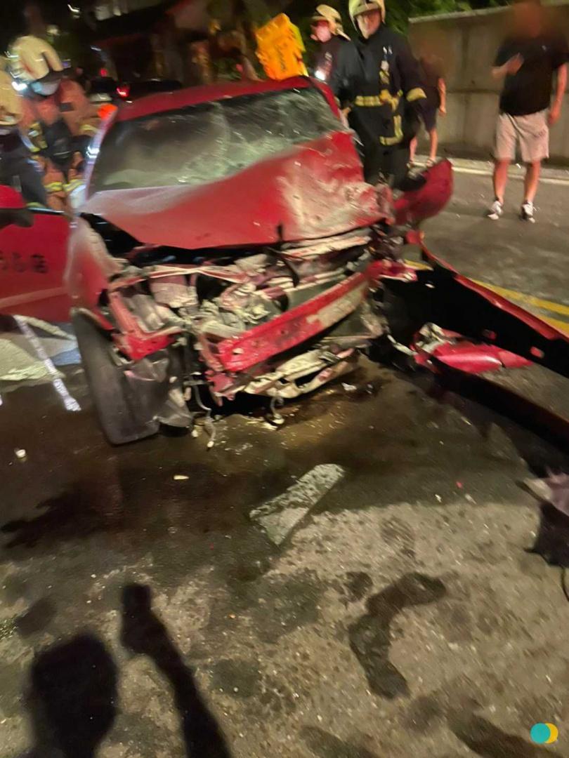 豐田86車頭幾乎全毀。(圖/翻攝畫面)