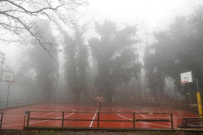 洛杉磯地區當時起濃霧,駕駛為何還以近時速300公里速度飛行。(圖/路透)