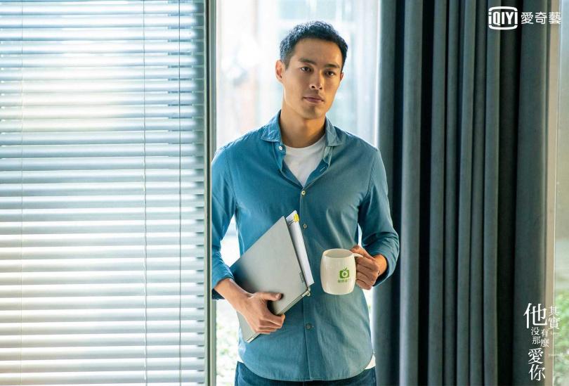 楊祐寧飾演毒蛇財經專家成師奶殺手。(圖/愛奇藝台灣站提供)