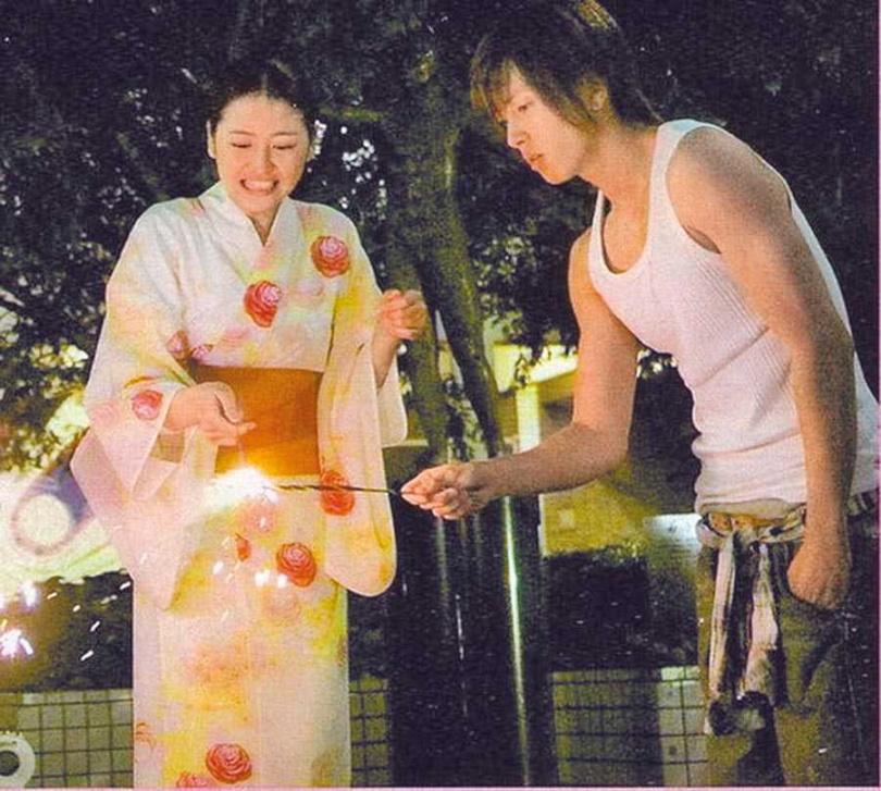 《求婚大作戰》山下智久(右)與長澤雅美逗趣呈現青梅竹馬間的戀愛發展。(圖/翻攝自網路)