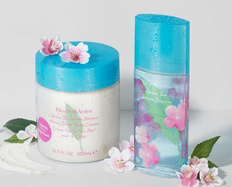 還有同款香味的「綠茶粉嫩櫻花蜜滴舒體霜」,洗完澡後擦塗,能幫助舒緩並滋潤乾燥的肌膚,讓身心環繞在輕柔的櫻花香氛裡。(圖/品牌提供)