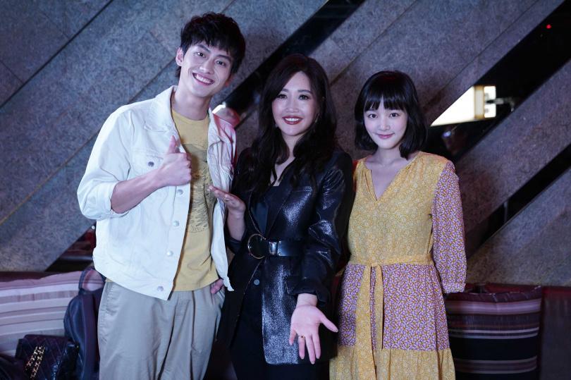 范少勳(左)、王淨遇到A-Lin化身小粉絲。