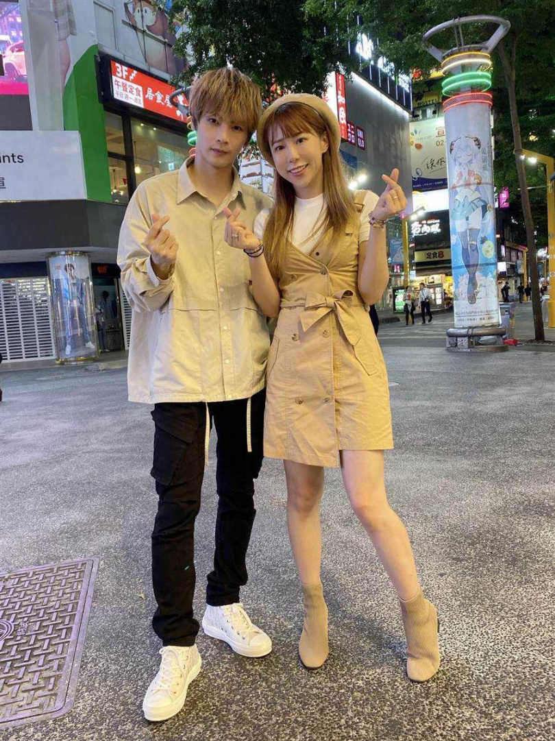 古曜威(左)與董梓甯合唱並一同拍攝MV。(圖/單純夢想文創事業提供)