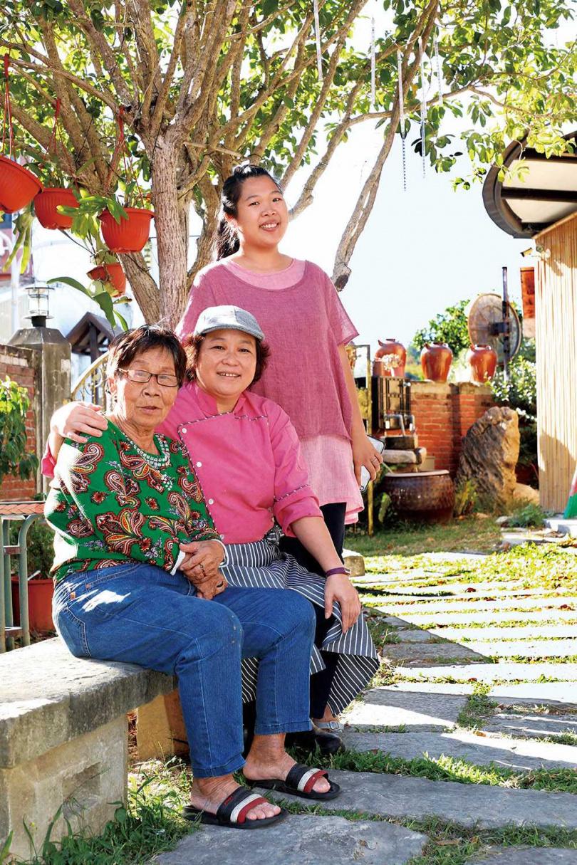 母親和媳婦是劉雪玲的重要幫手,三代女性同心協力,一圓夢想。(圖/劉雪玲提供)