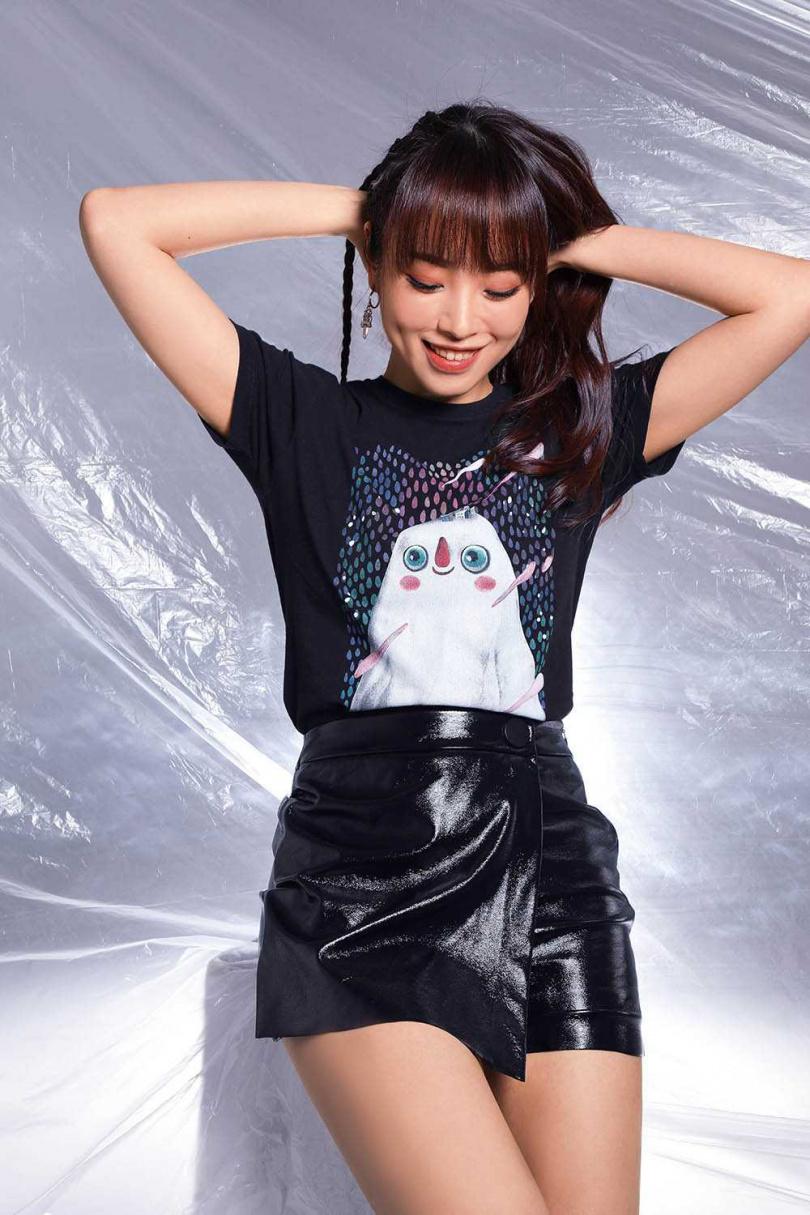 上衣:陋室五月 皮裙:ZARA(攝影/戴世平)