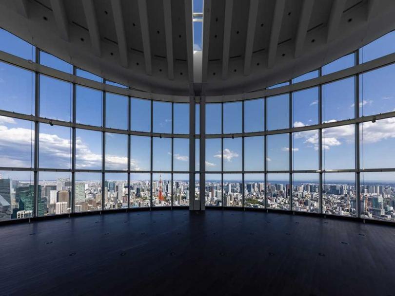 室內展望台「Tokyo City View」有全景玻璃帷幕,白天景致亦很迷人。(圖/森大廈株式會社提供)