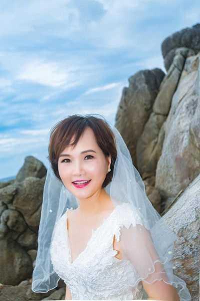 沈春華曬出婚紗照。(圖/翻攝自沈春華臉書)