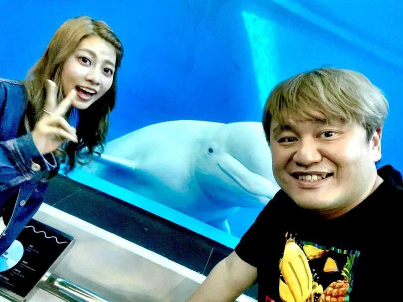 離開團體單飛,阿部瑪利亞加入麥卡貝娛樂,製作人陳百祥對她非常照顧。(圖/翻攝自陳百祥IG)