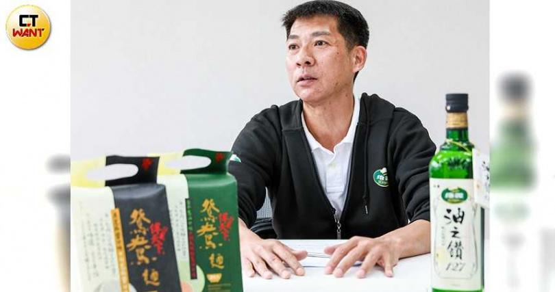維義市場部經理胡聖堃說,為了讓消費者免於恐慌,不要囤積日常生活用品,工廠從過年後就開始趕工加班。(圖/馬景平攝)