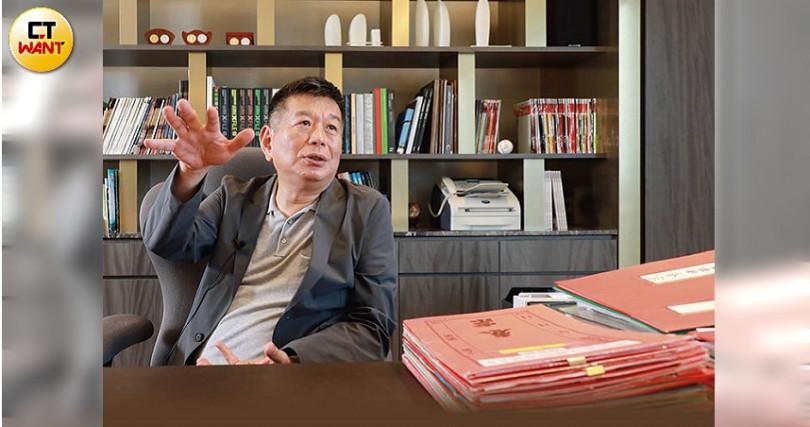 興富發去年蟬聯上市建商營收王、獵地王,集團總裁鄭欽天發下豪語,未來10年要賺2,000億元。