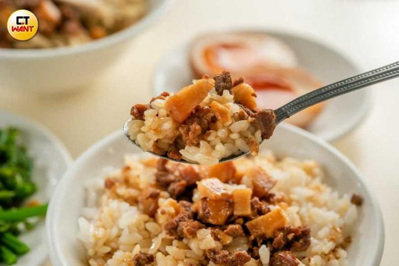 走清爽路線的「肉燥飯」,滋味鹹甜兼具。(25元/小)