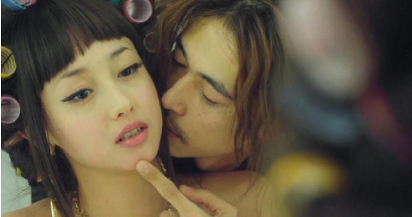 澤尻英龍華在《惡女羅曼死》破尺度裸露和床戲演技大受肯定。(圖/翻攝自YouTube)