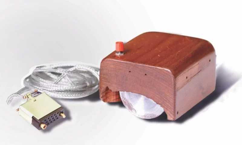 早期滑鼠設計。(圖/翻攝自維基百科)