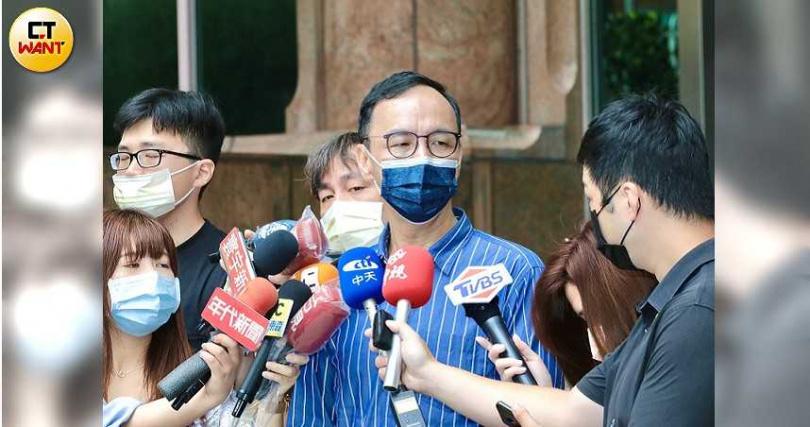 張亞中尋求黨員支持簽署兩岸和平備忘錄。(圖/馬景平攝影)