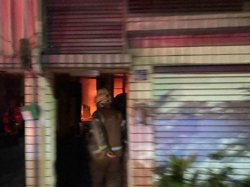 台南市鹽水區水秀里3日晚間傳出民宅火警,造成1死3傷。(圖/台南市消防局提供)