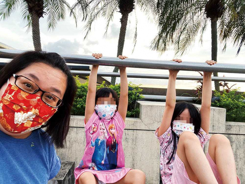 2個鬼靈精怪的女兒,為鍾欣凌的日常增加不少笑料。(圖/齊石傳播提供)