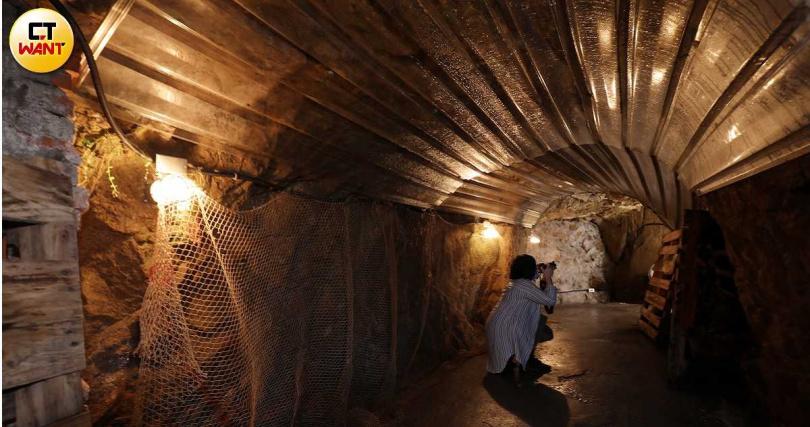 入住民宿別忘了到防空洞探險。(圖/于魯光攝)