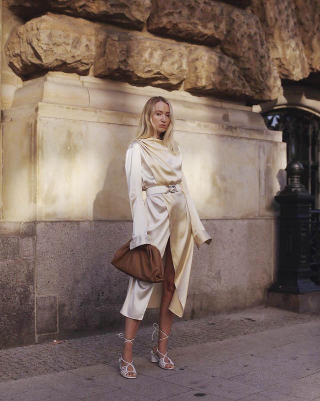 Bottega Veneta Dress In Satin連身洋裝/價格店洽