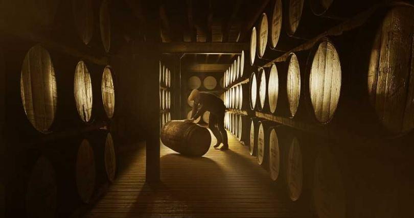 單一麥芽威士忌過紅酒桶提味需要特別小心翼翼的照顧、隨時監控香氛味道的變化。