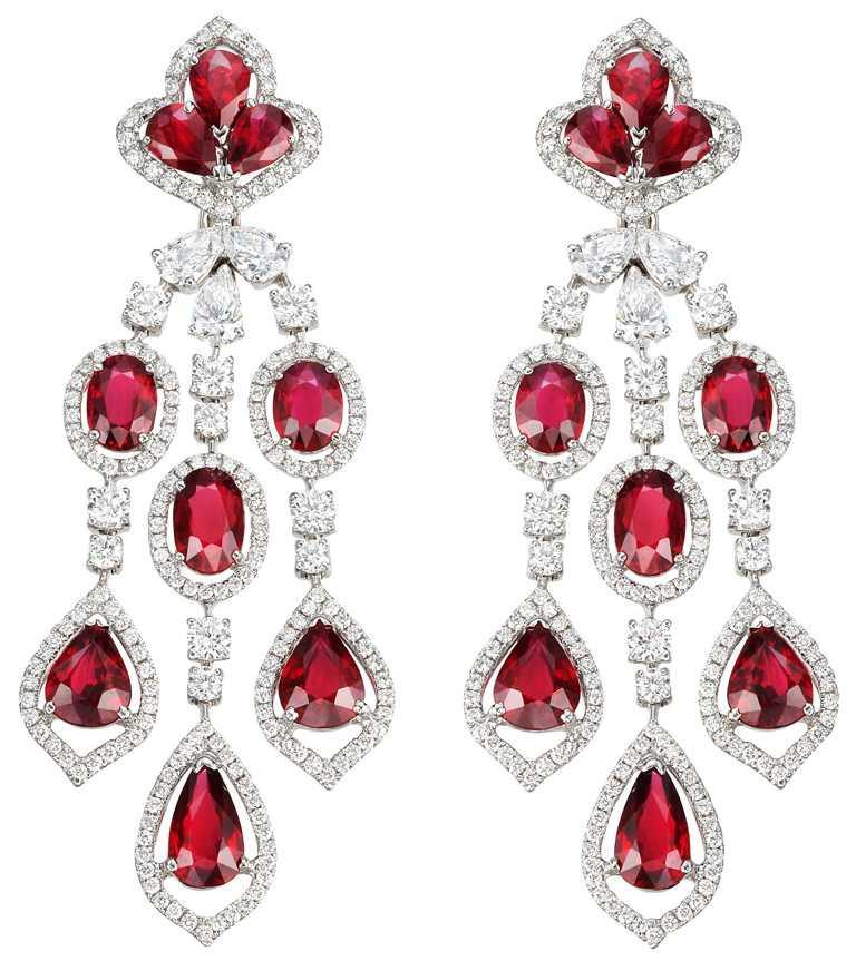 Chopard頂級珠寶系列,紅寶石耳環,18K白金耳環,鑲嵌18顆總重26.54克拉紅寶石、及8.40克拉鑽石╱套組96,680,000元。(圖╱Chopard提供)