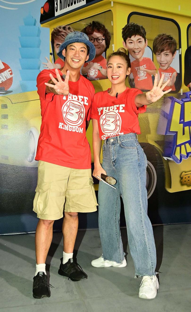 威廉(左)加入《綜藝3國智》主持群,鬼鬼擔任4周年特別企劃大來賓。(圖/台視提供)