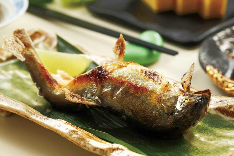 皮薄肉細的肥美香魚正當時令。(圖/于魯光攝)
