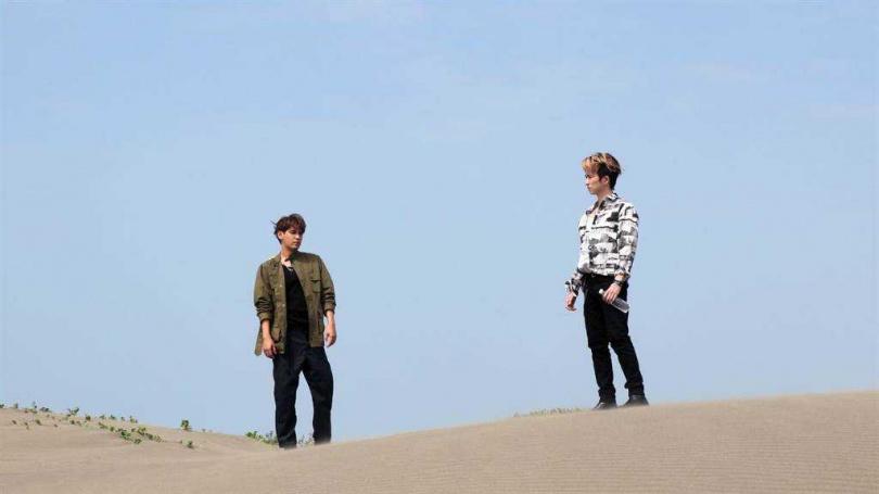 陳零九和邱鋒澤拍攝〈陪在你身邊〉MV。(圖/滾石唱片提供)