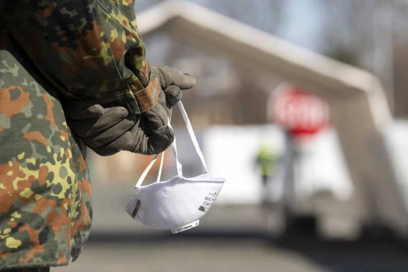 口罩被美國攔截,柏林請求軍方護送。(圖/AP)