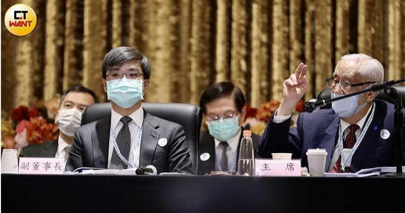 南山人壽副董尹崇堯(左)與董事長陳棠。(圖/王永泰攝)