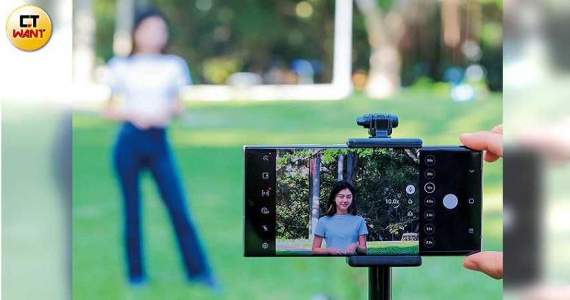 Note20 Ultra拍攝介面有變焦倍率的快速鍵可點選,若使用腳架拍攝,10X以下的照片都很清晰。 (圖/馬景平攝)