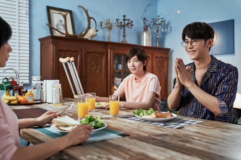 汪東城在《因為我喜歡你》中和郭雪芙兩情相悅,對女方百般呵護。