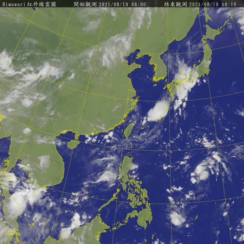 19日上午8時紅外線雲圖,可見熱帶擾動。(圖/中央氣象局)