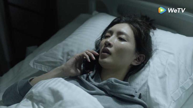 江疏影劇中臥病在床。(圖/WeTV提供)
