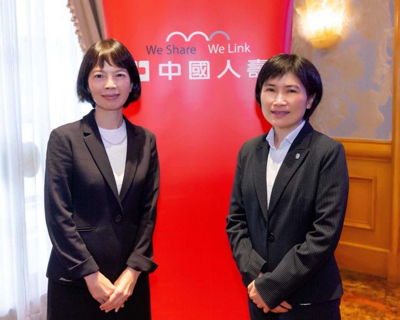 郭瑜玲(左)接任中壽董事長,與任職一年多、在新契約保費收入頗有斬獲的總經理黃淑芬(右)並肩作戰。