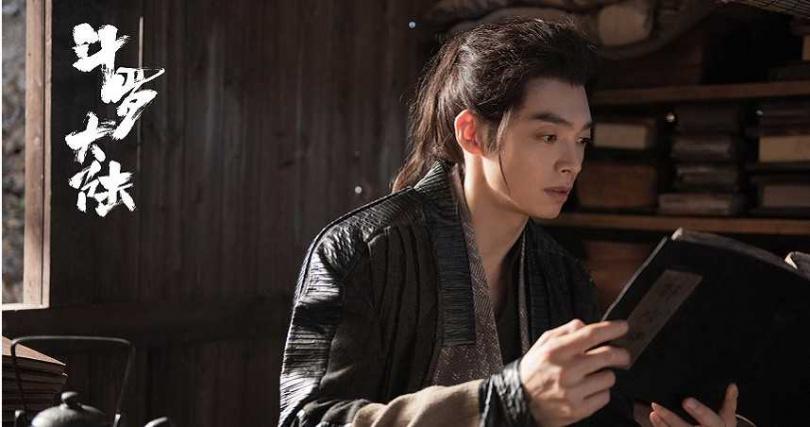 辰亦儒在《斗羅大陸》中飾演肖戰的師傅。(圖/LiTV、辰亦儒提供)