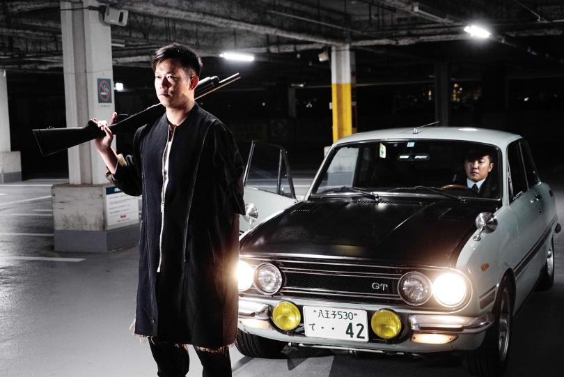 《角頭2:王者再起》的導演顏正國,在本片飾演幫派老大。(圖/車庫娛樂提供)