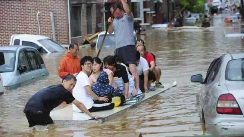 南韓水災38死又遇颱風登陸。(圖/Reuters)
