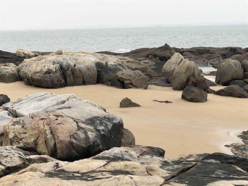 金門湖山灣可瞭望大陸圍頭一帶海域,寬闊視野被昔日戍守戰士譽為「金門好望角」。