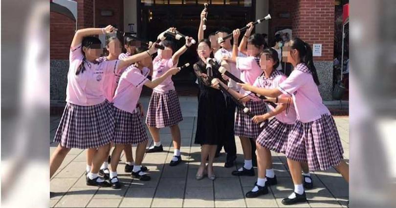 莊佳樺除了是班導師,也負責帶領琉球國中直笛隊,生前時常帶著學生四處征戰,師生感情十分融洽。(圖/翻攝莊佳樺臉書)