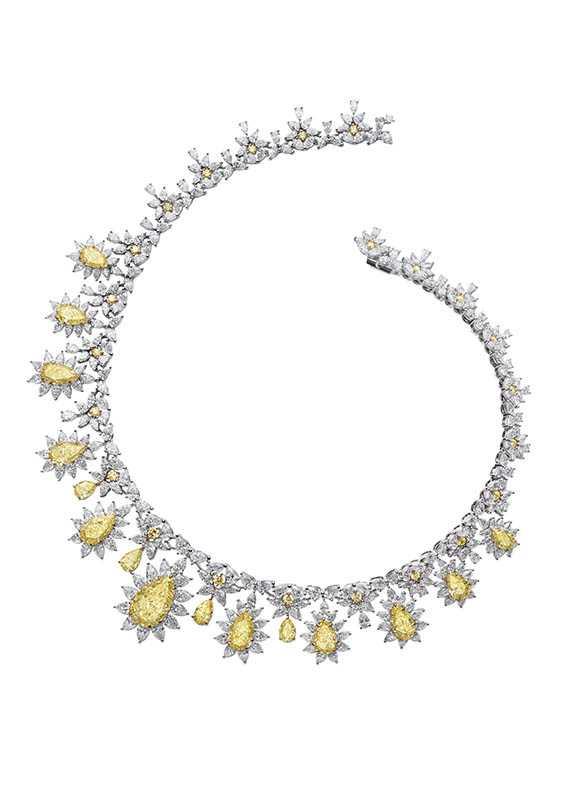 紅地毯系列項鍊及耳環套組分別鑲嵌總重40.72克拉及2.22克拉梨形切割黃鑽,定價:52,515,000元。(圖/Chopard提供)