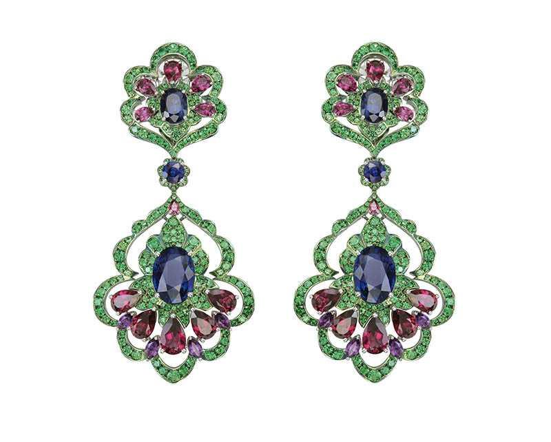 頂級珠寶系列套組,包含項鍊、耳環及戒指,定價:29,974,000元。(圖/Chopard提供)