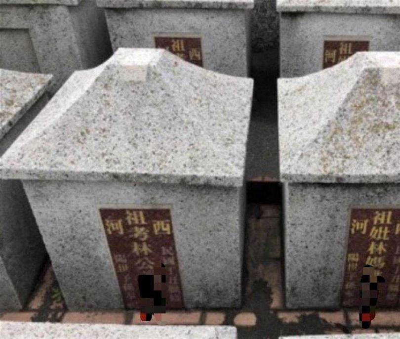 黃姓街友疑遭2戶鄰居舉發,竟闖公墓盜取2具骷顱頭骨,各放鄰居門前恐嚇。台中地檢署將他起訴。(圖/中國時報陳淑芬翻攝)