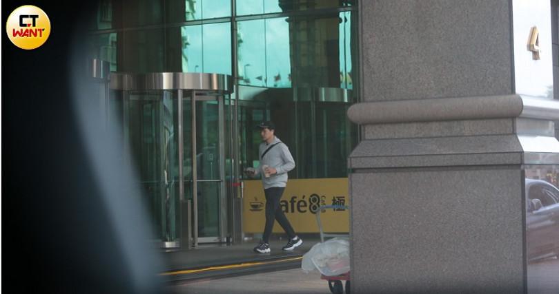 在40分鐘揮汗如雨後,劉男還能上班到半夜,「下半身」能力不同凡響。(圖/攝影組)