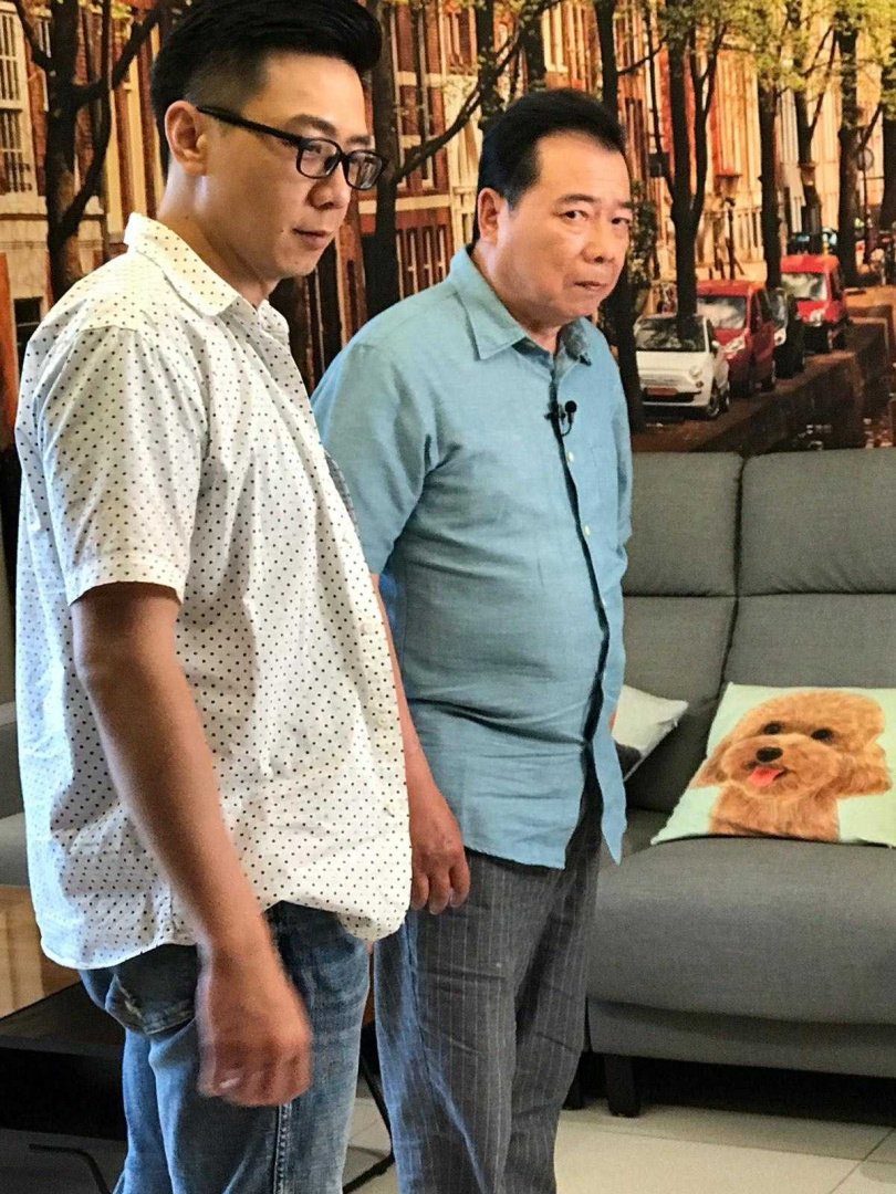 廖峻中風復原後和兒子廖錦德首度同台一起拍攝廣告。(圖/粘嫦鈺工作室提供)